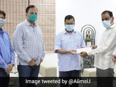 Arvind Kejriwal Gives Rs 1 Crore Cheque To Family Of Doctor Who Died Of COVID