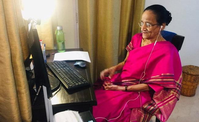 गणित की जादुई टीचर कहलाती हैं 'अंबुजा अय्यर', 80 से ज्यादा की उम्र में दे रहीं फ्री ऑनलाइन क्लासेज!