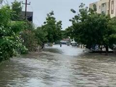 तेलंगाना : भारी बारिश के बाद हैदराबाद के कई इलाकों में बाढ़, हेलीकॉप्टर तैनात