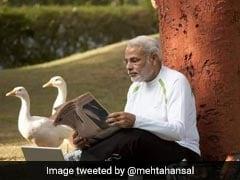 पीएम मोदी की बत्तखों के साथ Photo हुई वायरल, तो बॉलीवुड डायरेक्टर ने यूं कसा तंज