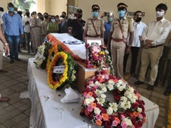 Pilot Of Kerala Plane Crash Cremated With State Honours In Mumbai