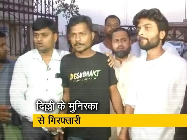 Videos : देश-प्रदेश : यूपी पुलिस ने पत्रकार को किया गिरफ्तार