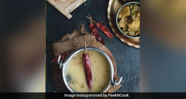 <i>Biuli'r Dal</i> Recipe: This Bengali-Style <i>Urad Dal Tadka</i> Will Leave You Swooning Over A Meal
