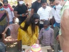 भोजपुरी सुपर स्टार अक्षरा सिंह ने अपने जन्मदिन उठाई एक बच्चे के एजुकेशन की जिम्मेवारी