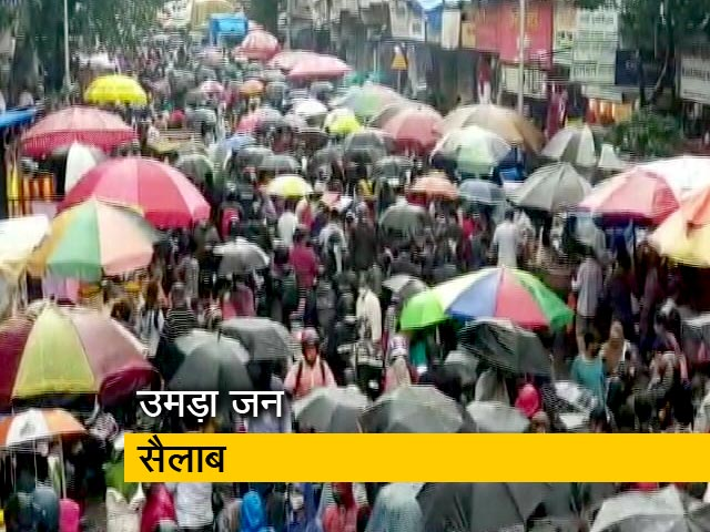 Videos : मुंबई में बाजार में उमड़ी भीड़, सोशल डिस्टेंसिंग की उड़ी धज्जियां