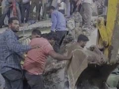 मध्यप्रदेश : देवास में दो मंजिल का मकान ढहा, नौ लोगों को मलबे से निकाला