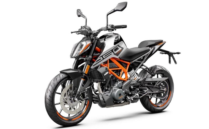 मोटरसाइकिल के साथ डुअल-चैनल सुपरमोटो ABS मोड दिया गया है