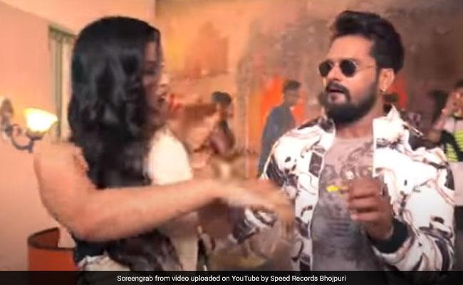 New Bhojpuri Song: खेसारी लाल यादव ने 'रेड लिपस्टिक' सॉन्ग से मचाया तहलका, Video रिलीज होते ही वायरल