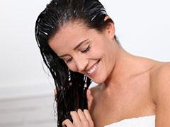 Hair Oils for Wavy Dry Hair: अगर आपके बाल भी हैं घुंघराले और ड्राय तो इन हेयर ऑयल्स का करें इस्तेमाल, होंगे कई फायदे