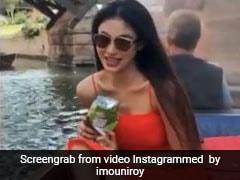 Mouni Roy ने नाव में बैठकर गाया करीना कपूर का यह गाना, Video हुआ वायरल