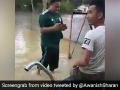 Motorcycle <i>'Jugaad'</i> For Waterlogged Roads Impresses Twitter. Watch