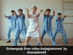 क्रिकेटर युजवेंद्र चहल की मंगतेर धनाश्री वर्मा ने 'ये लड़की पागल है' सॉन्ग पर किया डांस, देखें Video