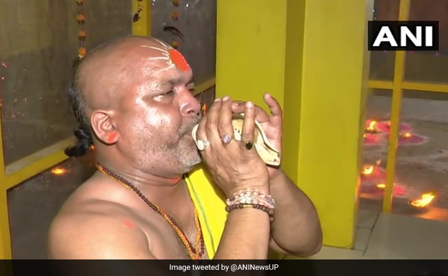 Ayodhya Ram Mandir Bhoomi Pujan Updates: भूमि पूजन से पहले दीये से जगमगा उठी राम नगरी अयोध्या