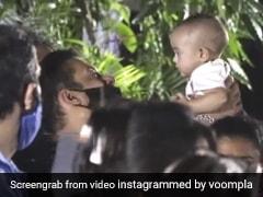 सलमान खान गणेश विसर्जन के दौरान अपनी भांजी आयत के साथ खेलते आए नजर, Video हुआ वायरल