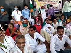 बिहार: रेलवे के निजीकरण के विरोध में बक्सर में राजनीतिक दलों ने किया प्रदर्शन