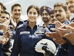 <i>Gunjan Saxena - The Kargil Girl</i> Movie Review: Spry Biopic Flies Light With Passably Steady Janhvi Kapoor