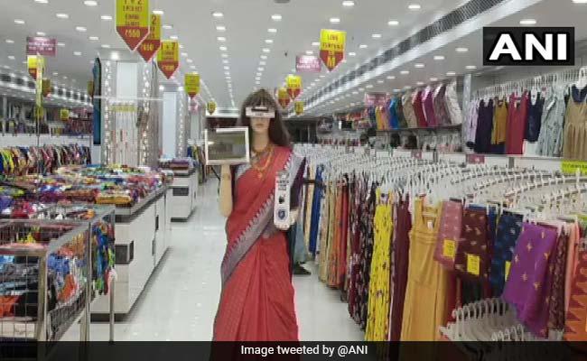 Humanoid Robot ''Zafira'' Scans Customers, Dispenses Sanitiser At Tamil Nadu Store