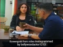 Akshay Kumar ने करीना कपूर पर उछाला कॉफी से भरा मग, तो एक्ट्रेस का यूं आया रिएक्शन- देखें Video