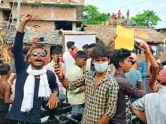 बिहार में लोगों  का टूटा सब्र का बांध, कुशेश्वरस्थान से विधायक शशिभूषण हजारी को बनाया बंधक