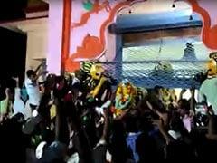 कर्नाटक के मंदिर में भीड़ का हंगामा, 50 अरेस्ट, गिरफ्तारी के डर से गांव छोड़कर भागे लोग
