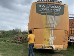 UP: फाइनेंस कंपनी के लोगों की ओर से कब्ज़े में ली गई बस इटावा में बरामद, सवारियां सुरक्षित