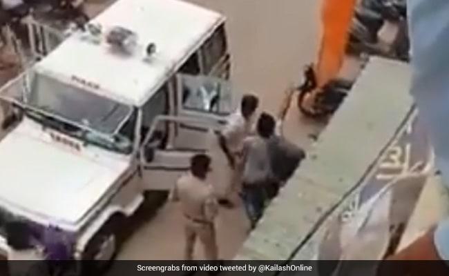 MP: राम मंदिर को लेकर जश्न मना रहे युवकों की पिटाई पर भड़के कैलाश विजयवर्गीय, दो अफसरों का तबादला