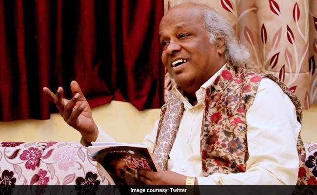 'Rahat Indori Was A Fearless Voice Of Our Times': Lyricist Swanand Kirkire Mourns The Poet