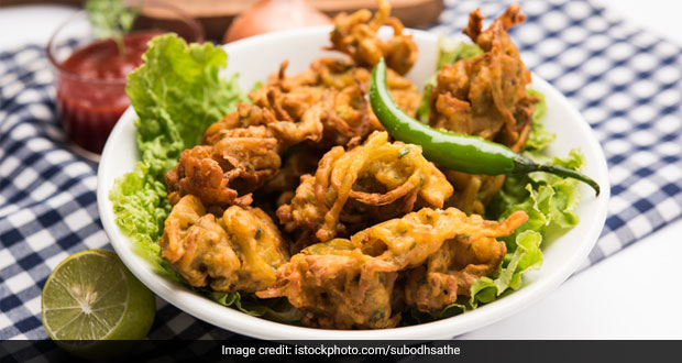 Winter Special: This Dhaniya Pakoda Recipe Is Just The Tea-Time Buddy You Were Looking For!
