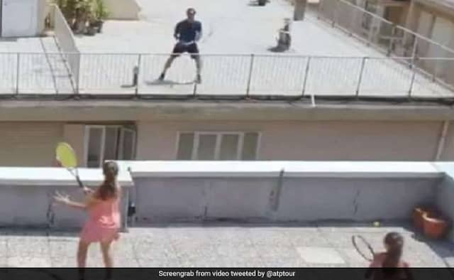 Roger Federer Surprise Visit to meet girls of viral video play tennis on rooftop