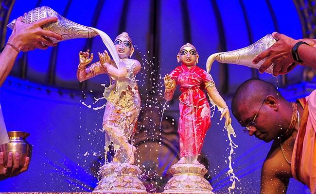Happy Krishna Janmashtami: Twitter Abuzz With Greetings And Pics
