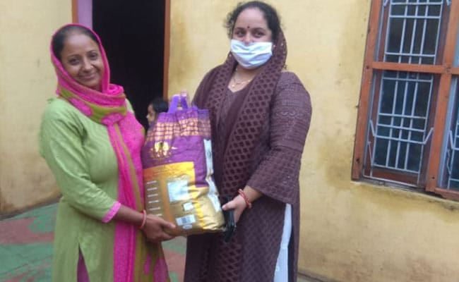 कोरोना से लड़ाई में जम्मू-कश्मीर में गांव के सरपंच निभा रहे हैं महत्वपूर्ण भूमिका