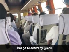 जैसलमेर से जयपुर लौटते कांग्रेस MLAs ने बस में जमकर गाए गीत - देखें VIDEO