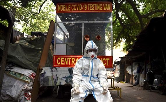 दिल्ली में पिछले 24 घंटों में कोरोना से 306 मरीजों की मौत, 26169 नए मामले सामने आए