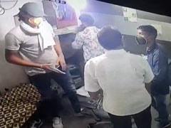 दिल्ली : बवाना में फिल्मी अंदाज में फैक्ट्री मालिक को लूटा, सीसीटीवी में कैद हुई वारदात