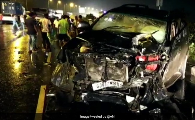 5 Killed, 4 Injured As Two Cars Collide On National Highway In Gujarat