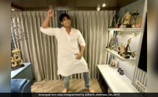 सिद्धार्थ शुक्ला 'ये देश है वीर जवानों का' गाने पर जबरदस्त अंदाज में डांस करते आए नजर, Video हो रहा है वायरल