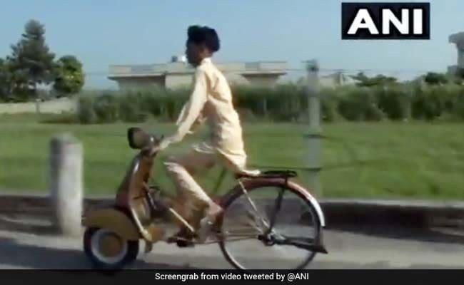 बेटे ने मांगी Bicycle, पिता ने जुगाड़ से घर बैठे बना डाली स्कूटर जैसी दिखने वाली साइकिल - देखें Video
