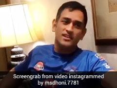 MS Dhoni ने सुरीले अंदाज में गाया 'मैं पल दो पल का शायर हूं...', सुनकर इमोशनल हुए फैन्स, देखें Video