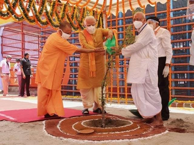 Video : Watch: PM Narendra Modi Plants Parijat Sapling At Ram Temple