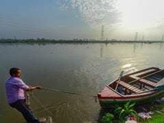 Yamuna Flowing Below Warning Mark In Delhi But Water Level Gradually Receding