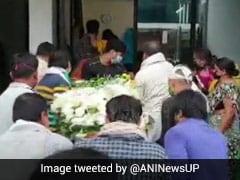 कोझिकोड विमान हादसा: मथुरा पहुंचा को-पायलट अखिलेश कुमार का पार्थिव शरीर
