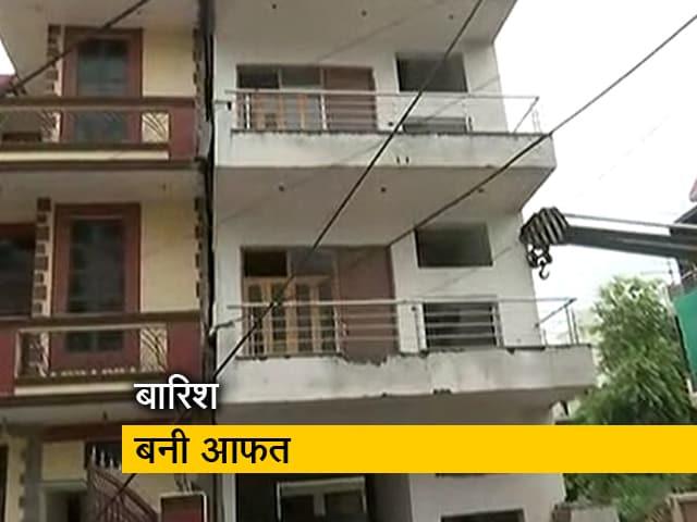 Videos : गुरुग्राम में बारिश के चलते 5 मंजिला इमारत झुकी