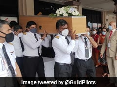 Stirring Reception For Kerala Plane Crash Pilots Ahead Of Cremation