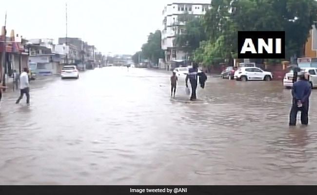 गुजरात के कई हिस्सों में भारी बारिश, 21 जुलाई तक मछुआरों को समुद्र में न जाने की सलाह