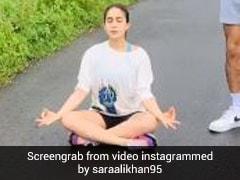 Sara Ali Khan सड़क पर बैठकर करनी लगीं योग, तो भाई इब्राहिम अली खान ने यूं किया रिएक्ट- देखें Photo