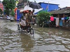 একটানা ভারী বৃষ্টিতে জলমগ্ন কলকাতার বহু অঞ্চল