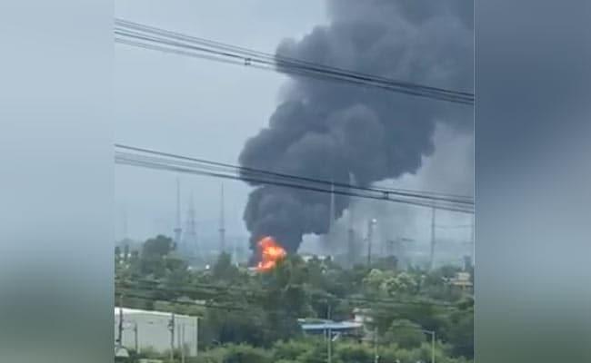 गौतम बुद्ध नगर : NPCL बिजलीघर में भीषण आग, दमकल की कई गाड़ियां मौके पर