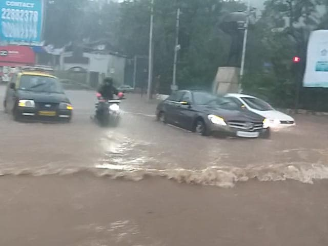 Video : Waterlogging, Damage To Building: Videos Show Severe Mumbai Rain Situation