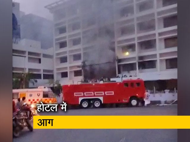Videos : आंध्र प्रदेश: विजयवाड़ा के होटल में भीषण आग, 7 लागों के मारे जाने की खबर