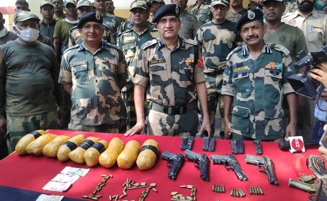 बीएसएफ ने पांच पाकिस्तानी घुसपैठियों को मार गिराया, हथियार बरामद